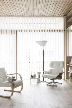 Deko & vepsäläinen @ housing fair finland 2014 / scandinavian deko // i Furniture, Wood Interior Design, Interior, Eames Lounge Chair, Scandanavian Interiors, Home Decor, Minimalist Interior Design, White Rooms, Interior Design