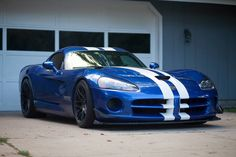 View our niche site for a good deal more information on this dazzling classic convertible Viper Gts, Dodge Viper, Pit Viper, Super Sport Cars, Super Cars, Dream Cars, Modern Muscle Cars, Dodge Vehicles, Us Cars