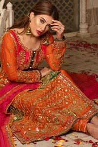 Get bold and beautiful with this uber-stylish ensemble that has flattering cuts, and a colour palette that is bewitching. This orange long shirt adorned with intricate tilla work, kora, dabka and sequins is perfect ensemble for mehndi. Furthermore the shirt is also highlighted with pink embellished bodice and rest of the shirt is enhanced with […] The post Orange Long Shirt Pajama – Pink Dupatta appeared first on Latest Pakistani Fashion 2020 - Formal Wear - Anarkali - Party Clothing - Pis