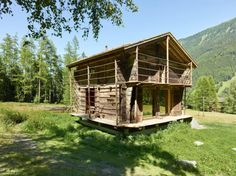 Image 10 of 19 from gallery of Barn Conversion / Savioz Fabrizzi Architectes. Photograph by Thomas Jantscher Mountain Living, Mountain Homes, Montana, Ideas De Cabina, Building A Basement, Timber Architecture, Chalet Design, Cabin Tent, Pole Barn Homes