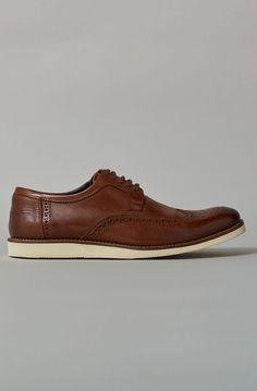 e9ed233cea SAPATO BROGUE EM COURO Sapato Brogue, Últimas Tendências De Moda, Calça  Masculina, Sapatos