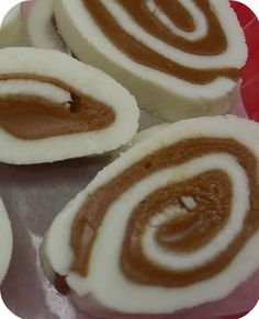 Potato Candy (''bonbon patate'') - sounds gross but truly DELICIOUS! Candy Recipes, Holiday Recipes, Dessert Recipes, Christmas Recipes, Fudge Recipes, Dessert Ideas, Yummy Treats, Sweet Treats, Yummy Food