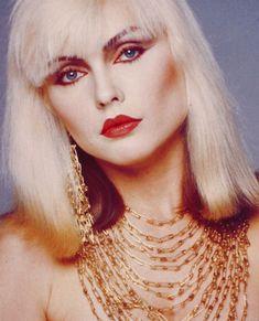 Debbie Harry with some awesome 80's makeup 1980s Makeup, Eye Makeup, Hair Makeup, Disco Makeup, Rock Makeup, Night Makeup, Make Up Inspiration, Fashion Inspiration, Grunge