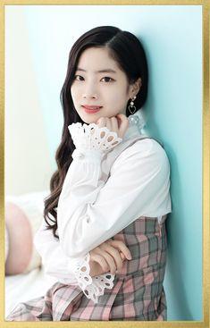Twice Dahyun, Twice Kpop, Nayeon, Flower Girl Dresses, Ruffle Blouse, Wedding Dresses, Queens, Japan, Album