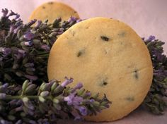 Mary Berry lavender shortbread biscuits - the most clicked on recipe - EVER - on the Annabel & Grace online magazine website Shortbread Biscuits, Shortbread Recipes, Biscuit Cookies, Dutch Cookies, Homemade Shortbread, Vegan Biscuits, Four, Popular Recipes, Tray Bakes