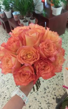 Bonito ramo de rosas naranjas