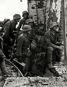Ww2 • German Infantry, caught in the ruins of Stalingrad, fight an unwinnable battle. Note the platoon machine gunner with the Mg-36. Sept 1942