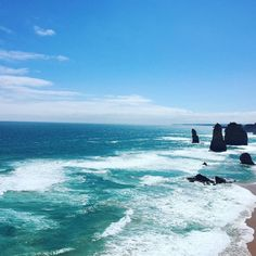 Great ocean road... Les 12 apôtres #twelvesapostles #greatoceanroad #travel #roadtrip #vagues #magnifique #ocean #surf by violaine2507