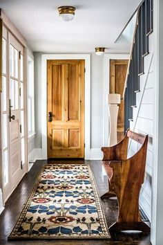 Fresh Farmhouse / White Walls / Wood Accents / Home Décor Ideas / Vintage Rug / home entryway ideas