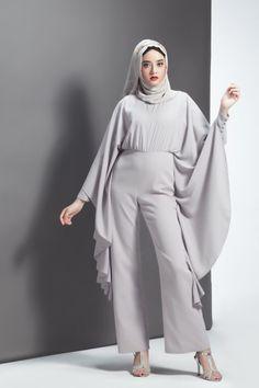 Abaya Fashion, Muslim Fashion, Fashion Dresses, Hijab Style Dress, Dress Outfits, Jumpsuit Hijab, Fashion Essay, Fashion Silhouette, Modest Wear