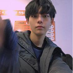 Cute Asian Guys, Cute Korean Boys, Asian Boys, Asian Men, Asian Girl, Korean Boys Ulzzang, Ulzzang Boy, Korean Men, Korean Girl
