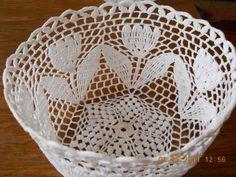 tulipános Crochet Applique Patterns Free, Crochet Tablecloth Pattern, Crochet Placemats, Crochet Basket Pattern, Crochet Doilies, Crochet Stitches, Crochet Vase, Love Crochet, Vintage Crochet