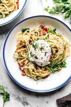 Spaghetti Carbonara is an Italian pasta dish made with bacon or pancetta, egg, black pepper and a blend of Pecorino Romano and Parmigiano-Reggiano. Spagetti Carbonara, Zucchini Carbonara, Chicken Carbonara, What Is Spaghetti, Best Spaghetti, Pasta Recipes, Dinner Recipes, Ww Recipes, Healthy Recipes