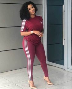 How to Look Classic Like Serwaa Amihere - 30 Outfits Classy Work Outfits, Office Outfits Women, 30 Outfits, Curvy Girl Outfits, Classy Dress, Fashion Outfits, Short African Dresses, Latest African Fashion Dresses, African Print Fashion