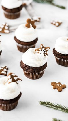 15 Holiday Desserts to Make this Year / Gingerbread Cupcakes gingerbread. - Danica Baker - 15 Holiday Desserts to Make this Year / Gingerbread Cupcakes gingerbread. 15 Holiday Desserts to Make this Year / Gingerbread Cupcakes gingerbreadcupcakes - New Year's Desserts, Desserts To Make, Holiday Desserts, Holiday Baking, Holiday Recipes, Cute Christmas Desserts, Mini Christmas Cakes, Holiday Appetizers, Simple Christmas