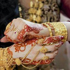 New and Trendy Bridal Mehndi designs Bridal Mehndi Designs, Mehandi Designs, Hand Jewelry, India Jewelry, Gold Jewellery, Bridal Bangles, Wedding Jewelry, Pakistani Jewelry, Pakistani Bridal