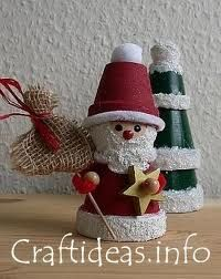 Christmas Santa with terra-cotta pots. Christmas Crafts For Adults, Christmas Craft Projects, Christmas Clay, Holiday Crafts, Christmas Gifts, Christmas Decorations, Christmas Ornaments, Christmas Tree, Clay Ornaments