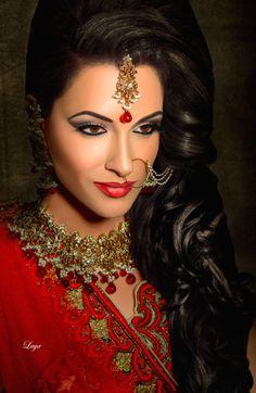Indian Bride Indian Bridal Makeup, Indian Bridal Wear, Asian Bridal, Bridal Hair And Makeup, Pakistani Bridal, Bridal Beauty, Royal Indian Wedding, Indian Nose Ring, Henna Style