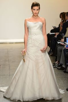 Ines Di Santo – Bridal Fall 2013    TAGS:Floor-length, Strapless, Train, Ivory, Ines DiSanto, Organza, Silk, Tulle, Glamour