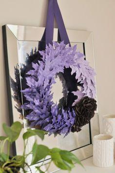 DIY Fall Leaf Wreath Leaf Crafts, Fall Crafts, Diy Crafts, Wreath Crafts, Diy Wreath, Purple Wreath, Floral Wreath, Fall Wreath Tutorial, Diy Tutorial