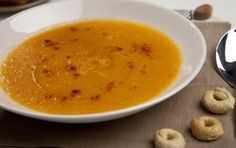Zuppa di zucca e ceci - Ricetta per la zuppa di zucca e ceci, ideale per il menu di Halloween a tutta zucca e per riscaldarsi nelle fredde giornate invernali.