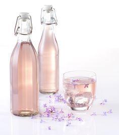 Svátek matek voní šeříkem | Značkový eshop TESCOMA Carafe, Preserves, Water Bottle, Drinks, Drinking, Preserve, Beverages, Preserving Food, Water Bottles