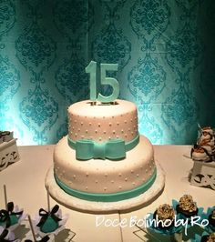Bolo Azul e Branco 15 anos 15th Birthday Cakes, Birthday Cake Girls, Sweet 16 Decorations, Party Decoration, Tortas Deli, Beautiful Cakes, Amazing Cakes, Bolo Laura, Quinceanera Cakes