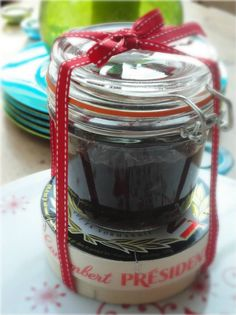 caramelised onion chutney - and a camembert. BEING PREGNANT SUCKS! All I want to eat is delicious, baked camembert with fresh bread and homemade chutney Edible Christmas Gifts, Neighbor Christmas Gifts, Xmas Food, Edible Gifts, Handmade Christmas Gifts, Christmas Cooking, Christmas Treats, Christmas Diy, Christmas Hamper Ideas Homemade