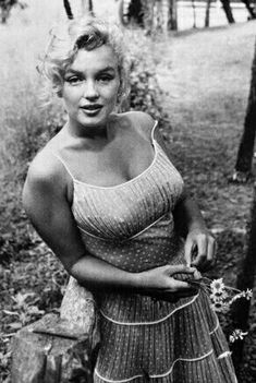 Marilyn at Roxbury. Photo by Sam Shaw, 1957.