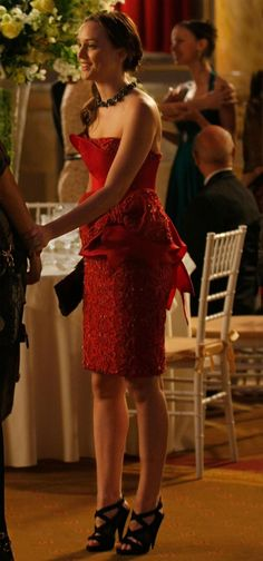 From Season some of the gorgeous looks of Leighton Meester aka Blair Waldorf of Gossip Girls. Blair Waldorf Dress, Blair Waldorf Outfits, Blair Dress, Blair Waldorf Gossip Girl, Blair Waldorf Style, Gossip Girl Blair, Gossip Girls, Blair Waldrof, Blair Fashion