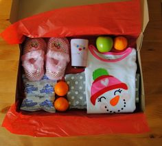 Xmas Eve Box: Jammies, Hot Chocolate, Fruit... **Make it a basket & add a special book or movie + caramel popcorn. <3