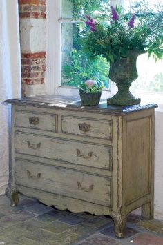 French painted dresser:)
