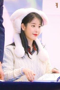 191128 #아이유 #이지은 #IU #LovePoem 아이유 사진이래서 봤더니 토끼밖에 없어서 화제;;pic.twitter.com/ZSXmwaYeMP K Pop Music, Talent Agency, She Song, Love Poems, Cute Photos, Korean Singer, Korean Actors, Cute Wallpapers, Kpop Girls