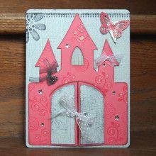 Une carte en forme de chateau (inspirée d'une réa de Nathalie Toussaint) pour l'anniversaire d'une petite princesse qui, elle aussi, fête déjà ses 7 ans... Joyeux anniversaire Jasmine !