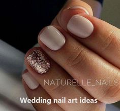 False nails have the advantage of offering a manicure worthy of the most advanced backstage and to hold longer than a simple nail polish. The problem is how to remove them without damaging your nails. Wedding Nails For Bride, Bride Nails, Wedding Nails Design, Prom Nails, Wedding Manicure, Nail Wedding, Wedding Makeup, Nails For Brides, Glitter Wedding Nails