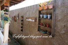 Pallets e caixotes pra enfeitar o muro... - Cafofo legal