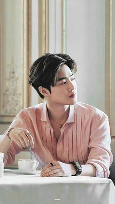 Chanyeol is a good boy who hates everything and Kyungsoo is a sweet b… # Percintaan # amreading # books # wattpad Kris Wu, Luhan And Kris, Baekhyun Chanyeol, Exo Kai, Jaebum, Youngjae, Jikook, Sekai Exo, F4 Boys Over Flowers