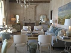 Mrs. Howard // TRADITIONAL & SYMMETRICAL LIVING ROOM LAYOUT