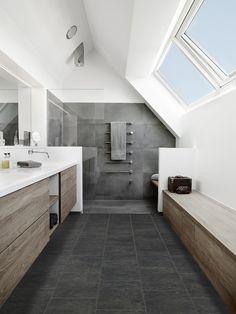 .De kleuren in deze badkamer passen goed bij elkaar en het hout geeft het textuur.