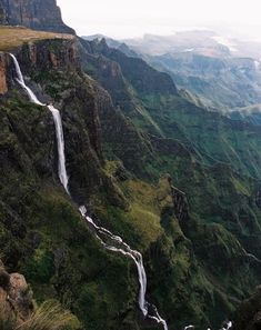 South Africa Tugela Falls is the world's second highest waterfall. The total drop in five free-leaping falls is 948 m. They are located in the Drakensberg in the Royal Natal National Park in KwaZulu-Natal Province, Republic of South Africa. Places Around The World, Oh The Places You'll Go, Places To Travel, Places To Visit, Around The Worlds, Silvester Trip, Jacob Zuma, Les Continents, Destination Voyage