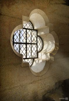 Quatrefoil at its best: Notre Dame Cathedral, Paris (Bell Tower window) French Architecture, Religious Architecture, Beautiful Architecture, Old Doors, Windows And Doors, Tuileries Paris, Beautiful Places To Live, Window Dressings, Through The Window