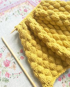 Free knitting pattern: BUBBELS KNITTING - Freubelweb - Look what I found on Freubelweb.nl: a free knitting pattern from Toefjekleur on the Trendy with Woo - Knitting Stiches, Free Knitting, Crochet Stitches, Baby Knitting, Knit Crochet, Knitting Patterns, Hand Knit Blanket, Knitted Blankets, Techniques Couture