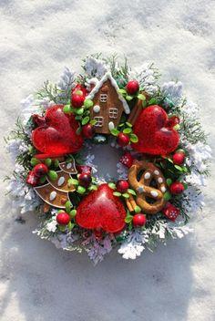 Mały Wianek świąteczny z sercami i piernikami-wianki świąteczne,ozdoby świąteczne,dekoracje na Boże Narodzenie