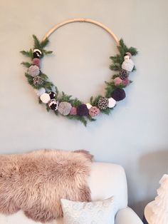 Giant Hula Hoop or Smaller Embroidery Hoop Pom Pom Wreath Pom Pom Wreath, Diy Wreath, Pom Pom Diy, Door Wreaths, Wreath Ideas, Yarn Pom Poms, Pom Pom Flowers, Tulle Poms, Tulle Tutu