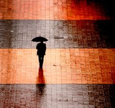 """marabc:  """"Jamás desesperes, aun estando en las más sombrías aflicciones, pues de las nubes negras cae agua limpia y fecundante.""""  Miguel de ..."""
