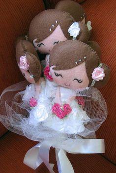 Buquê com 6 noivinhas, confeccionado em feltro. * bonecas adicionais: 14,50 R$ 95,00