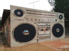 Nuovo pezzo dello street artist cileno Caosclothes.