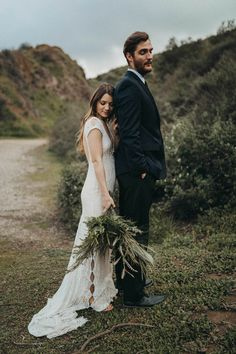 Natural and elegant elopement inspiration in Bronson Canyon | Image by Kelley Deal Photography