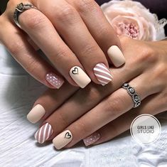 19 Amazing Nail Art Designs Inspired From Red And Black Simple Gel Nails, Black Acrylic Nails, Nail Polish Designs, Cool Nail Designs, Minimalist Nails, Finger, Artificial Nails, Nail Manicure, Trendy Nails