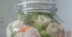 Έτοιμο κ το σπιτικό τουρσί με κουνουπίδι πιπεριές καρότα σελινοριζα ραπανάκια !!!   Εκτέλεση  Αποστειρώνουμε καλά μια γυάλα 5 λίτρων.  Κ... Pickles, Cucumber, Food, Essen, Meals, Pickle, Yemek, Zucchini, Eten